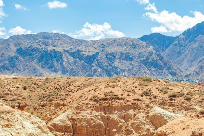 De mooie blauwe hemel van het mountainscapelandschap royalty-vrije stock afbeelding