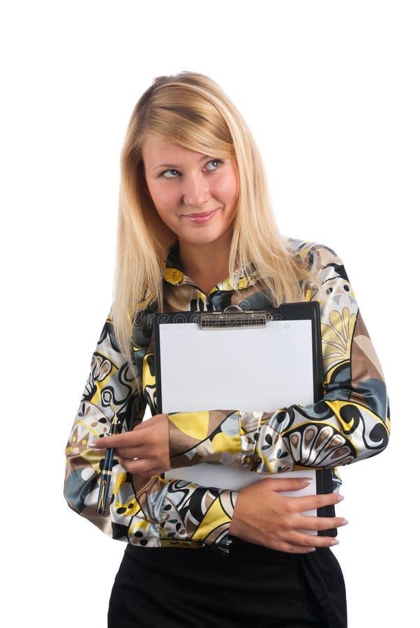 De mooie blonde houdt een leeg klembord royalty-vrije stock afbeeldingen