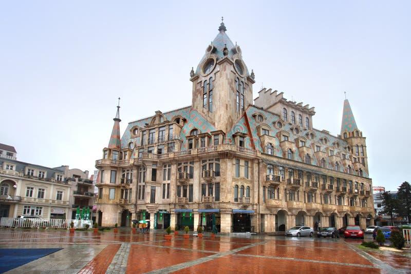 De mooie bouw in het Vierkant van Europa in Batumi, Georgië stock afbeelding