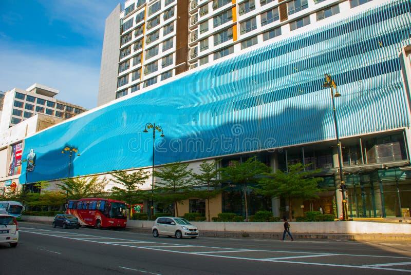 De mooie bouw met een moderne voorgevel Kota Kinabalu, Sabah, Maleisië stock afbeeldingen