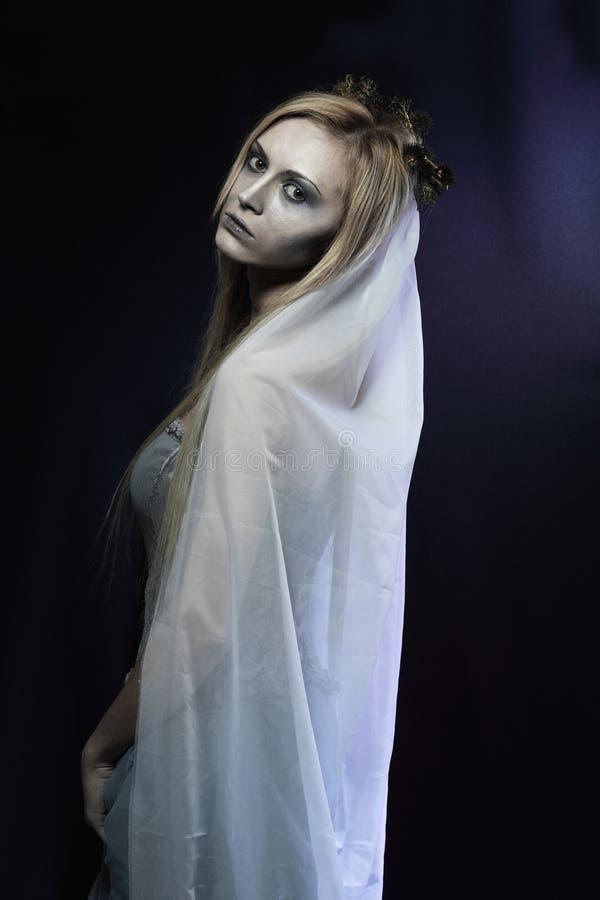 De mooie bruid van het zombielijk royalty-vrije stock afbeeldingen