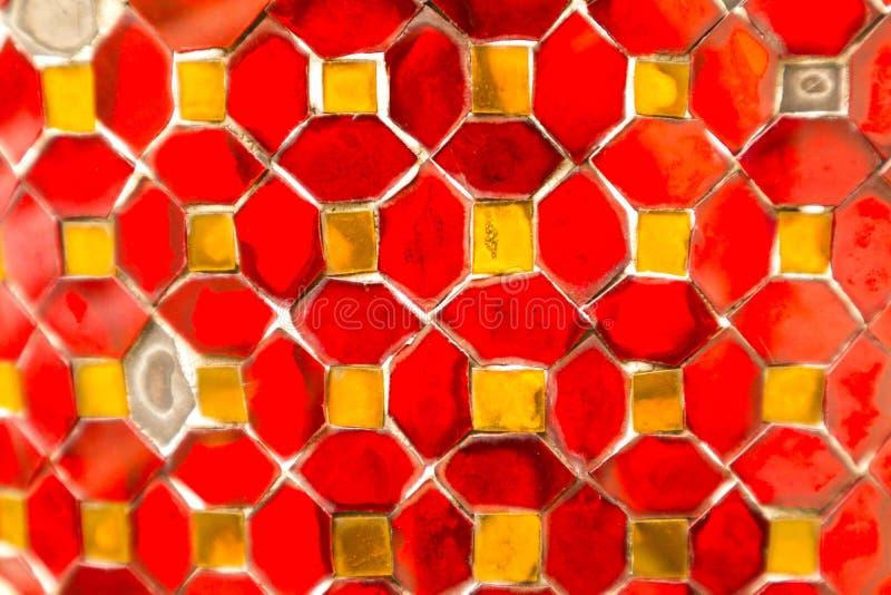De mooie close-uptexturen vatten tegels en de gouden en kleurrijke achtergrond en het art. van de glasmuur samen stock illustratie