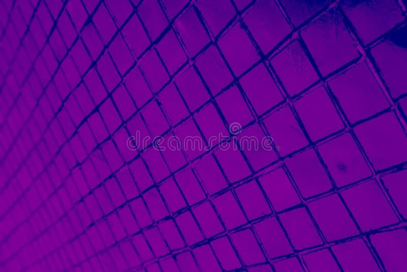 De mooie close-uptexturen vatten tegels en de zwart en purper achtergrond van de het patroonmuur van het kleurenglas en kunstbeha royalty-vrije stock afbeeldingen