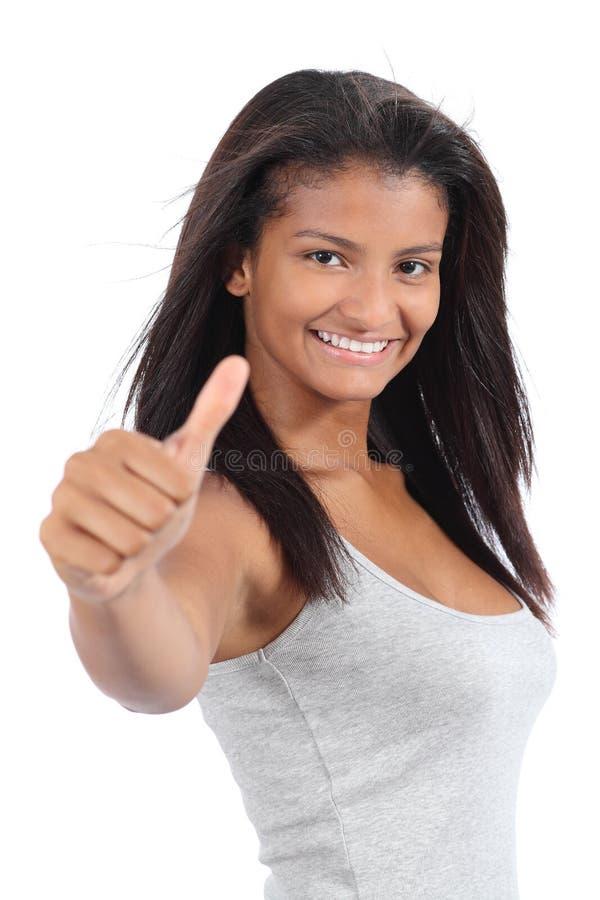 De mooie Columbiaanse gesturing duim van het tienermeisje omhoog royalty-vrije stock foto's