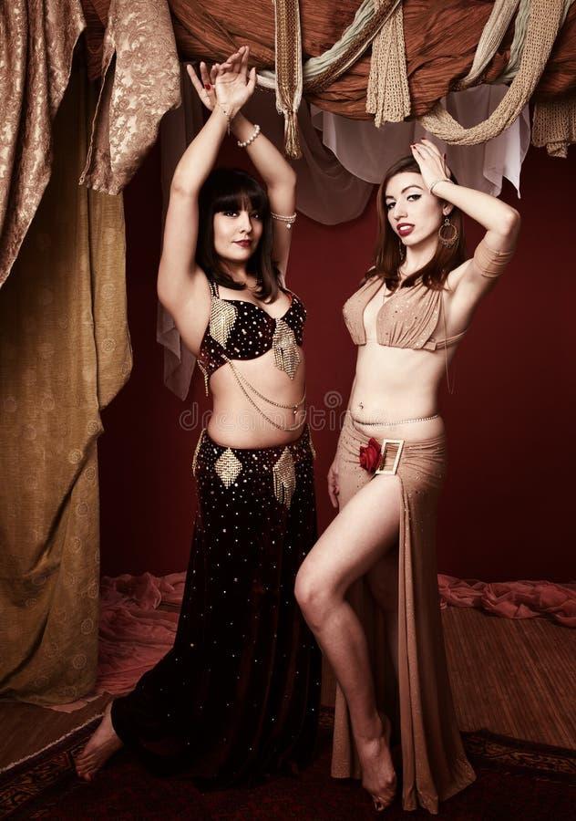 De mooie Dansers van de Buik stock afbeeldingen