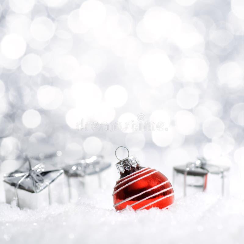 De mooie decoratie van Kerstmis in sneeuw royalty-vrije stock fotografie