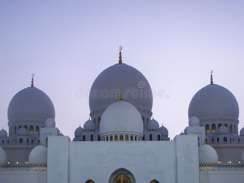De de mooie details en architectuur van Abu Dhabi Sheik Zayed Mosque stock afbeeldingen