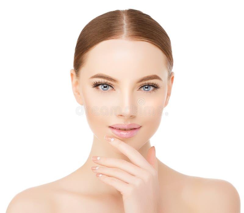 De mooie dichte omhooggaande studio van het vrouwengezicht op wit Beauty spa model stock afbeelding