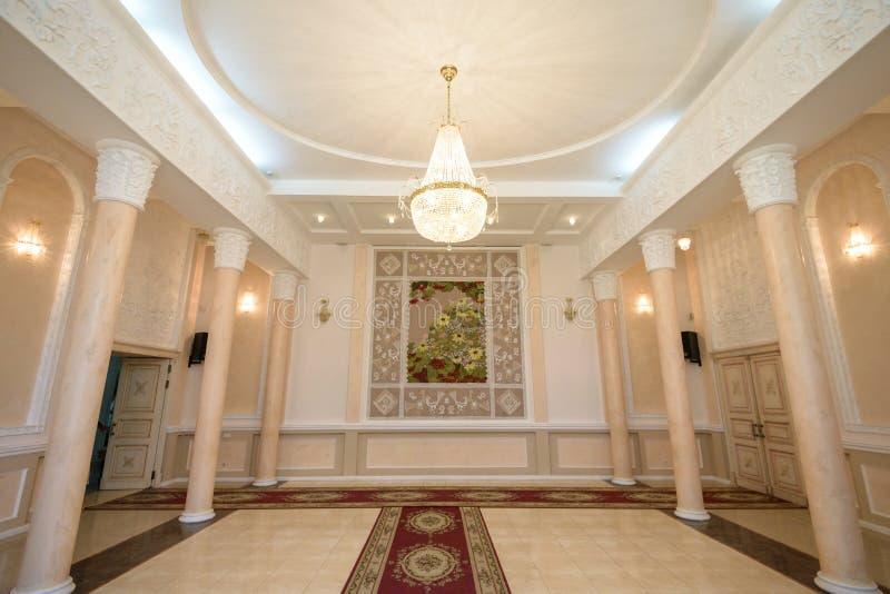 De mooie elementen van de het ontwerpdecoratie van de huwelijksceremonie met boog, stock foto's