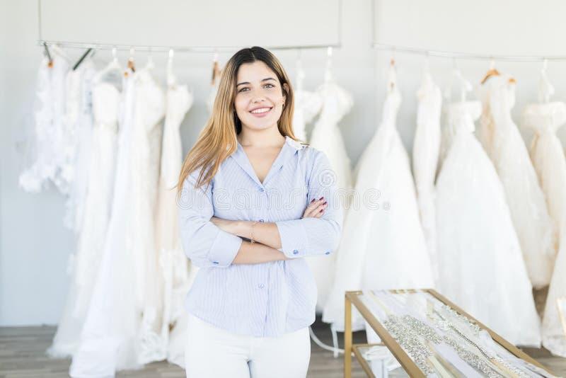 De mooie en Zekere Opslag van Kleermakersat wedding fashion royalty-vrije stock fotografie