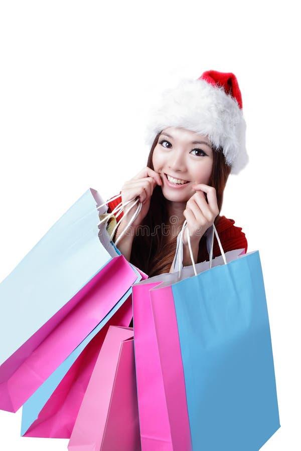 De Mooie Gelukkige Vrouw Van Kerstmis Neemt Het Winkelen Zak Royalty-vrije Stock Afbeelding