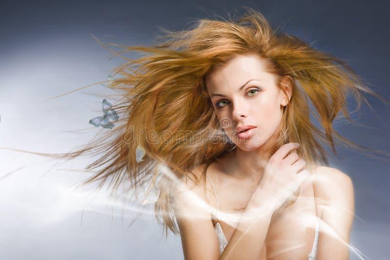 De mooie jonge vrouw van het portret in studio royalty-vrije stock afbeelding