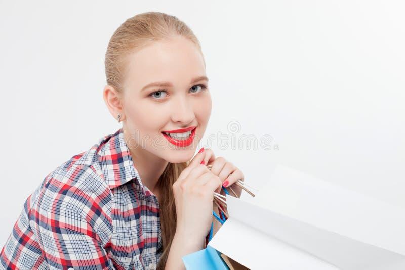 De mooie jonge vrouw wacht binnen op vriend stock afbeeldingen