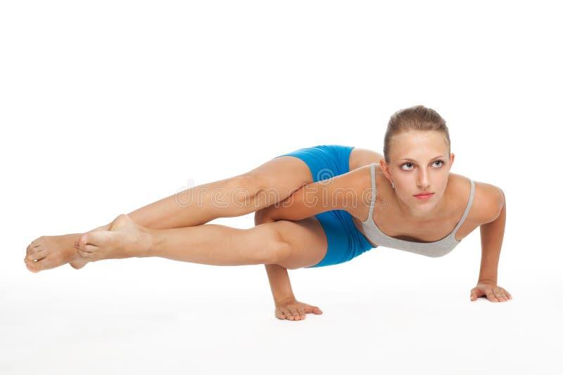 De mooie jonge vrouw in yoga stelt royalty-vrije stock foto