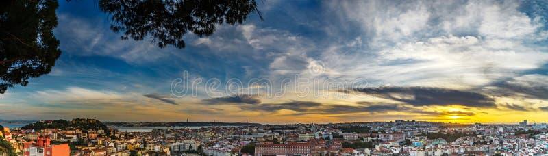 De mooie kleurrijke luchtmening van het zonsondergang panoramische landschap van Lis stock fotografie