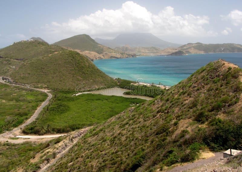 De mooie kustlijn van St. Kitts stock fotografie