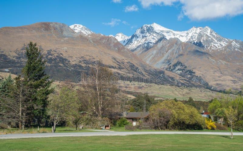De mooie landschapsmening in Glenorchy wordt genesteld op de noordelijke kusten van Meer Wakatipu in Otago-gebied van Nieuw Zeela royalty-vrije stock afbeelding