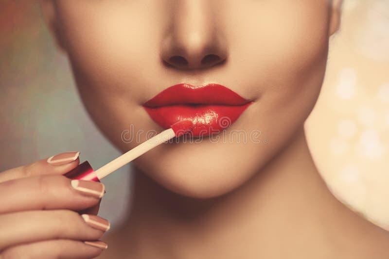 De mooie lippen van de de dame Rode vrouw van de gezichtsschoonheid sluiten omhoog Mooi model stock foto's
