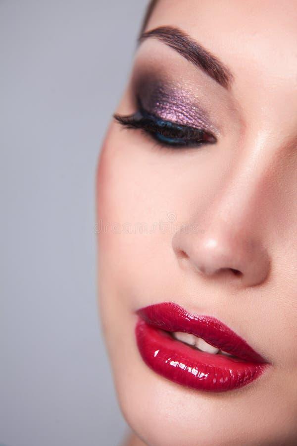 De mooie Make-up van de Manierluxe, lange wimpers, perfecte huid gezichtssamenstelling stock afbeelding
