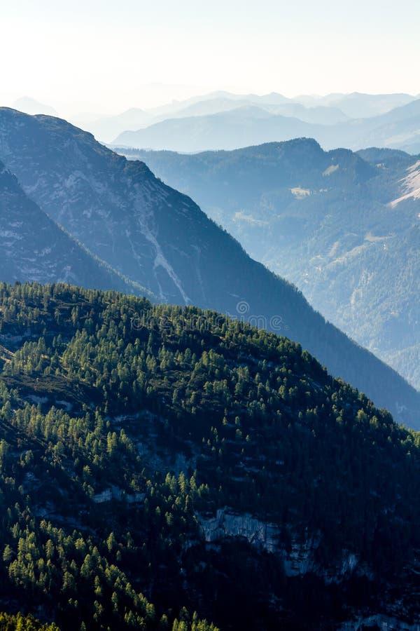 De mooie mening van Alpen van Dachstein-Berg, 5 Vingers die Platform, Oostenrijk bekijken stock foto's