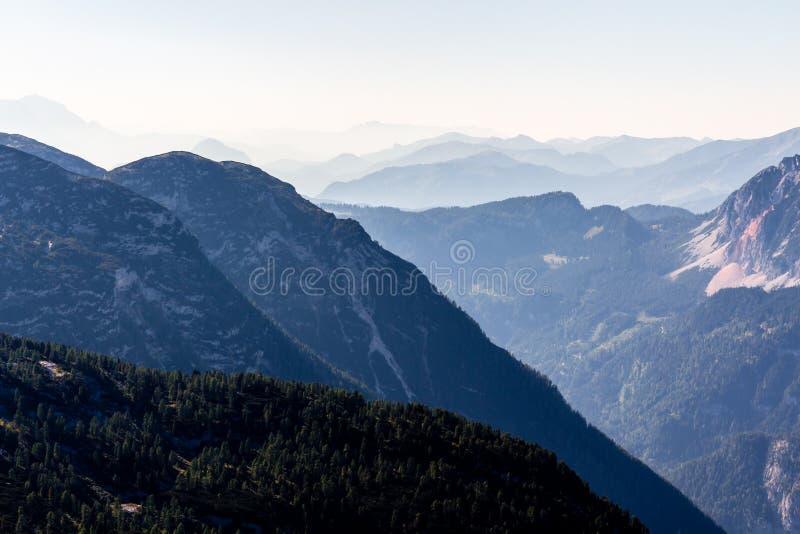 De mooie mening van Alpen van Dachstein-Berg, 5 Vingers die Platform, Oostenrijk bekijken stock fotografie