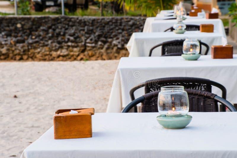 De mooie mening van het strandrestaurant in de Maldiven stock foto's