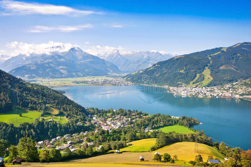 De mooie mening van Zell am ziet, Oostenrijk stock fotografie