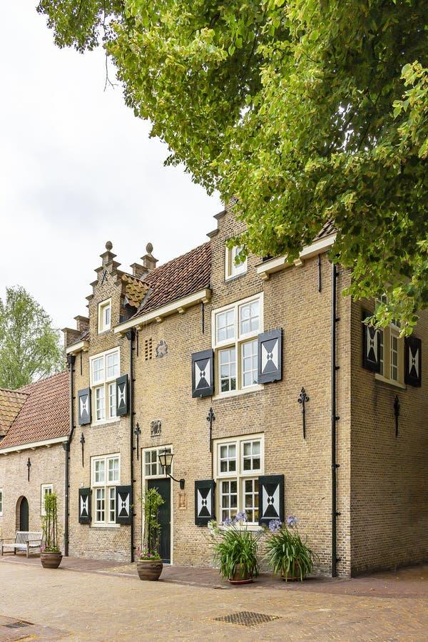 De mooie oude bijgebouwen van Bouvigne-Kasteel in Breda, Nederland stock afbeelding
