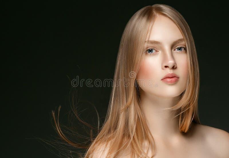 De mooie Schoonheid ModelGirl van de Blondevrouw met perfecte make-up ove royalty-vrije stock afbeeldingen