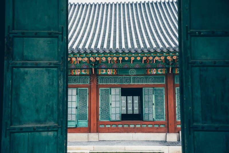 De Mooie Traditionele Architectuur van het Changdeokgungpaleis in Seoel, Korea royalty-vrije stock afbeeldingen