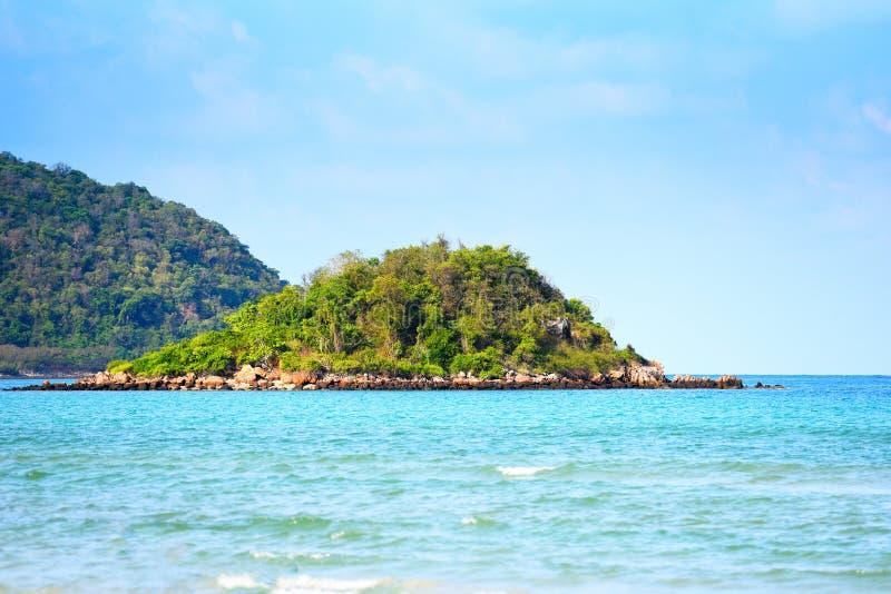 De mooie tropische oceaan van het eilandstrand - Paradise-eiland overzeese de zomerdag royalty-vrije stock foto's