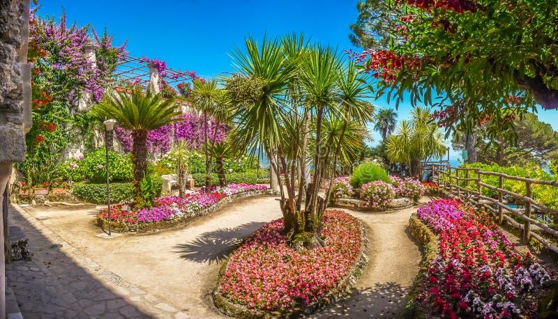 De mooie tuinen van Villarufolo in Ravello bij Amalfi Kust, Italië royalty-vrije stock foto's