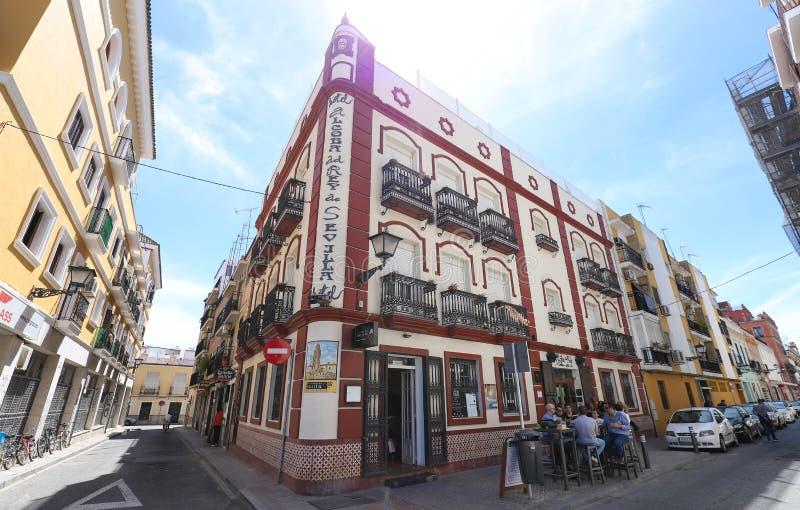 De mooie voorgevel van het uitstekende traditionele Spaanse restaurant Gr rincon del Rosita bepaalde van in historisch centrum de royalty-vrije stock foto's