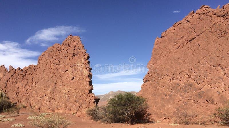 De mooie vormingen van de woestijnrots in Quebrada Palmira dichtbij Tupiza, Bolivië stock afbeelding