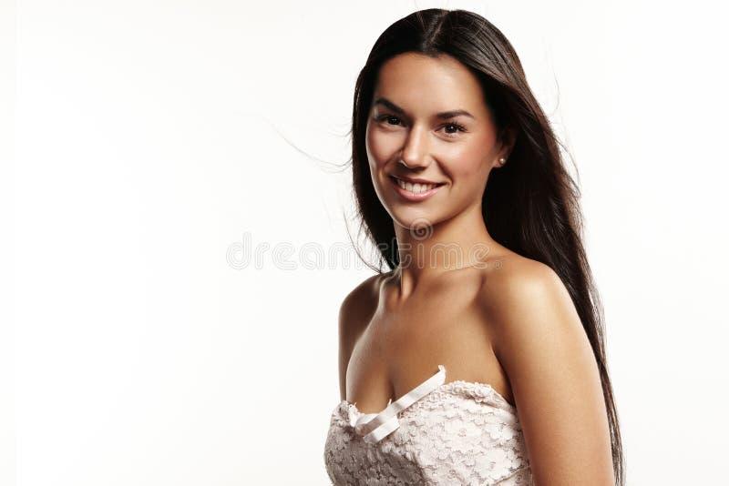 De mooie vrouw glimlacht stock foto's