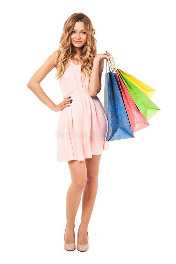 De mooie vrouw met het winkelen doet in zakken stock afbeelding