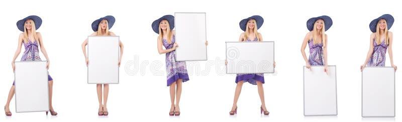 De mooie vrouw in purpere kleding met whiteboard royalty-vrije stock fotografie