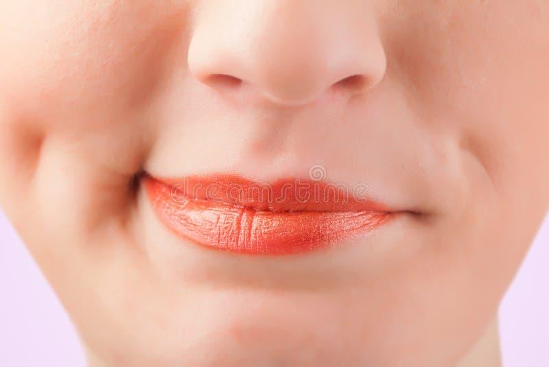 De mooie vrouwen rode lippen sluiten omhoog royalty-vrije stock afbeeldingen