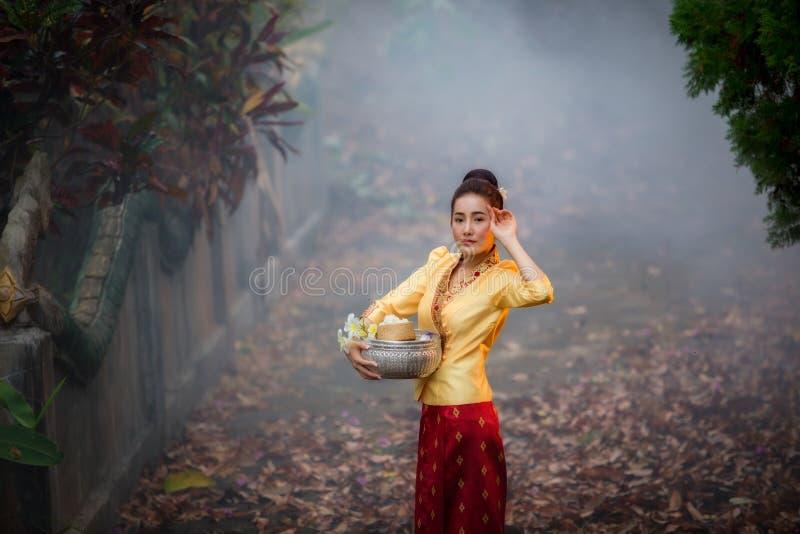 De mooie vrouwen van Laos in de traditionele kleding van Laos royalty-vrije stock foto's