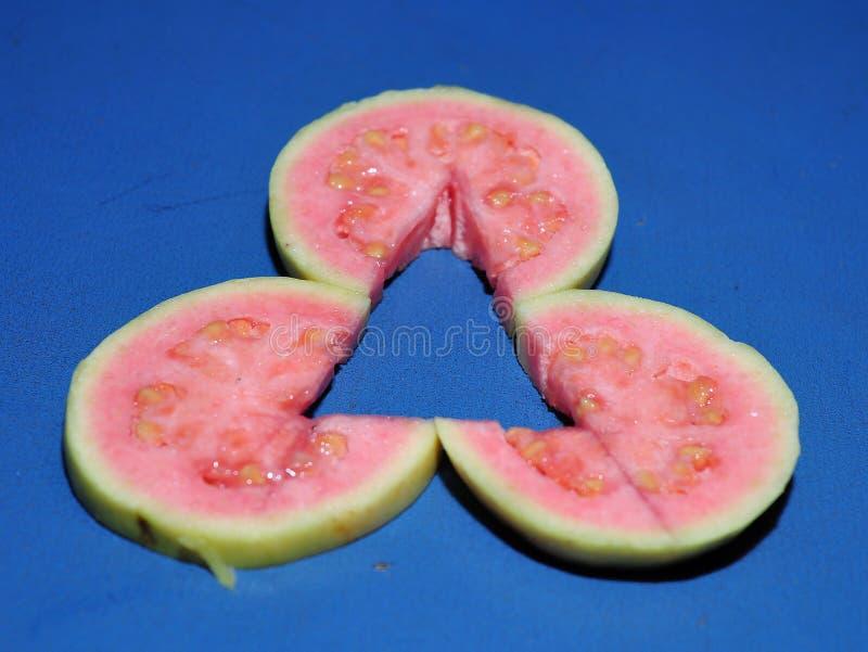 De mooie vruchten van de lay-out rode guave stock afbeelding