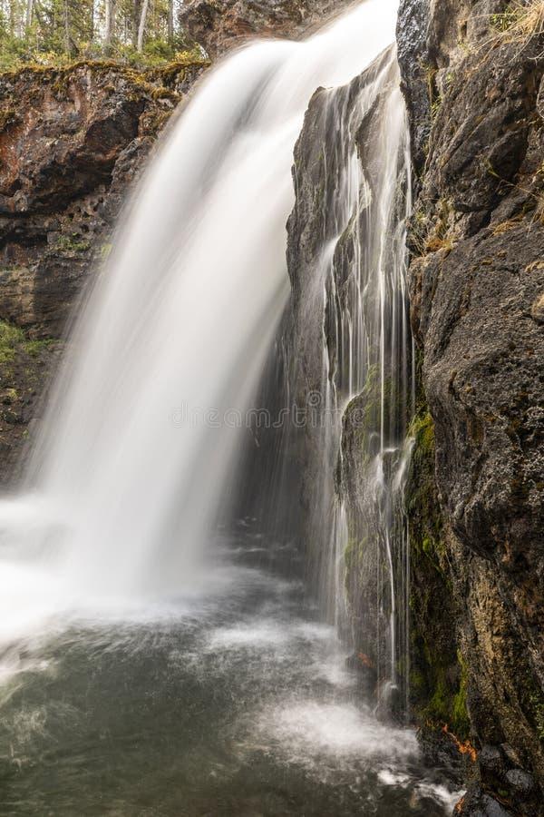 De mooie Waterval in het Nationale Park van Yellowstone Wyoming, WY de V.S., Toerisme en vrije tijd reist Fotografie royalty-vrije stock foto's