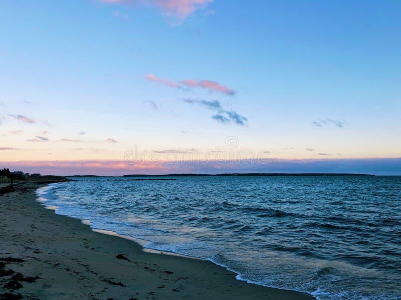 De mooie zonsondergang door hyannisstrand stock foto's