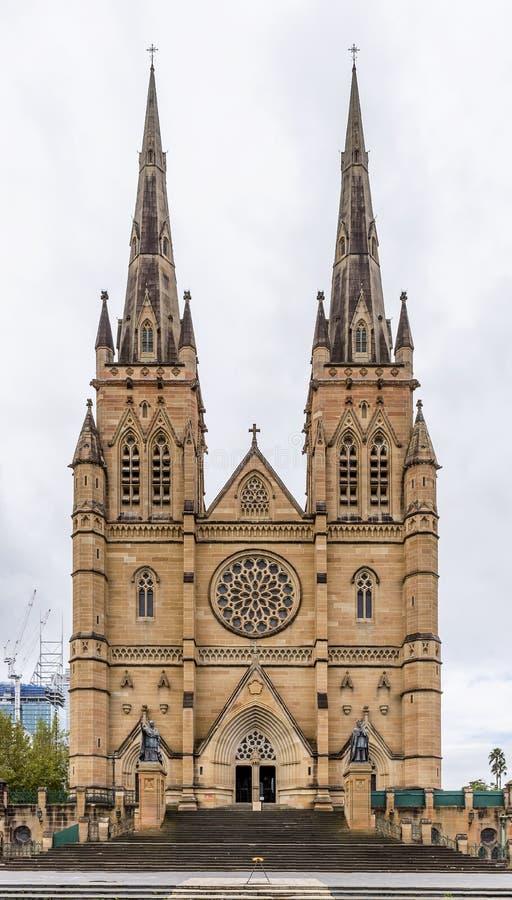 De mooie zuidelijke voorgevel van de Kathedraal van Heilige Mary in het centrum van Sydney, Australië stock afbeeldingen