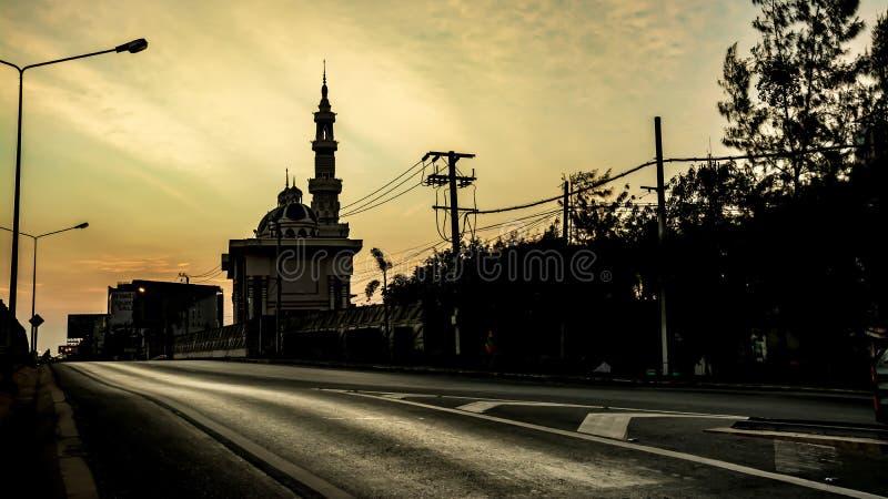 De moskee in de ochtend, Twilight-tijd royalty-vrije stock foto's