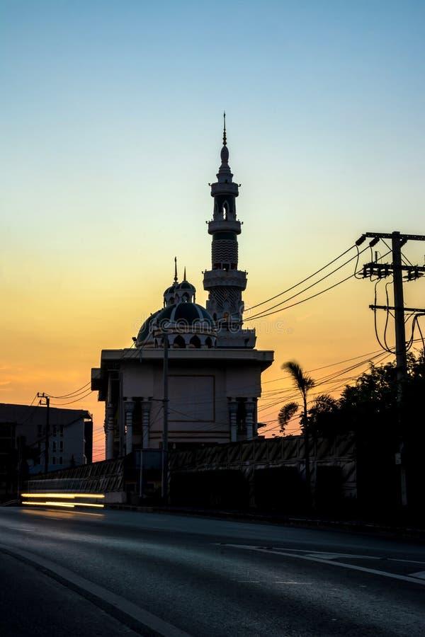 De moskee in de ochtend, Twilight-tijd stock foto