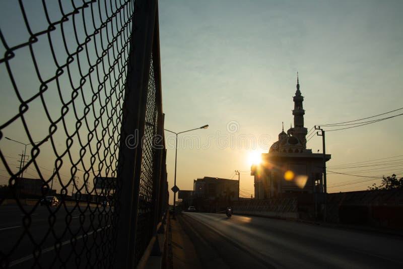 De moskee in de ochtend, Twilight-tijd stock fotografie