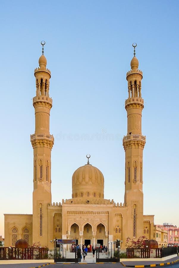 De Moskee van Abdulmoneimriadh bij zonsondergang Hurgada Egypte stock foto