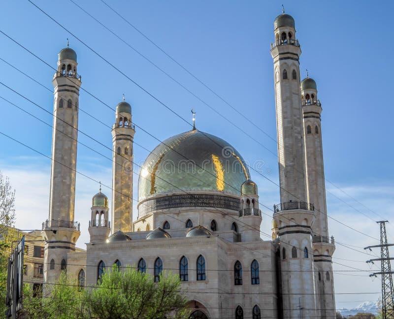 De Moskee van Alma Ata met gouden koepel royalty-vrije stock fotografie