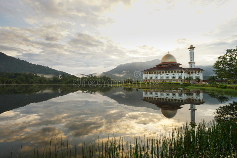 De moskee van Darulquran in Selangor stock afbeeldingen