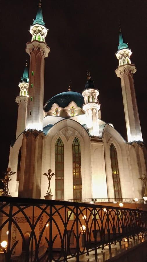 De moskee van Kulsharif onder de nachthemel van de stad van Kazan stock foto